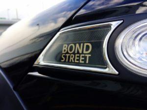 サイドマーカー横にはBOND STREETのエンブレム
